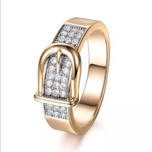 Sz 6-9: 18k yellow gold sapphire buckle ring